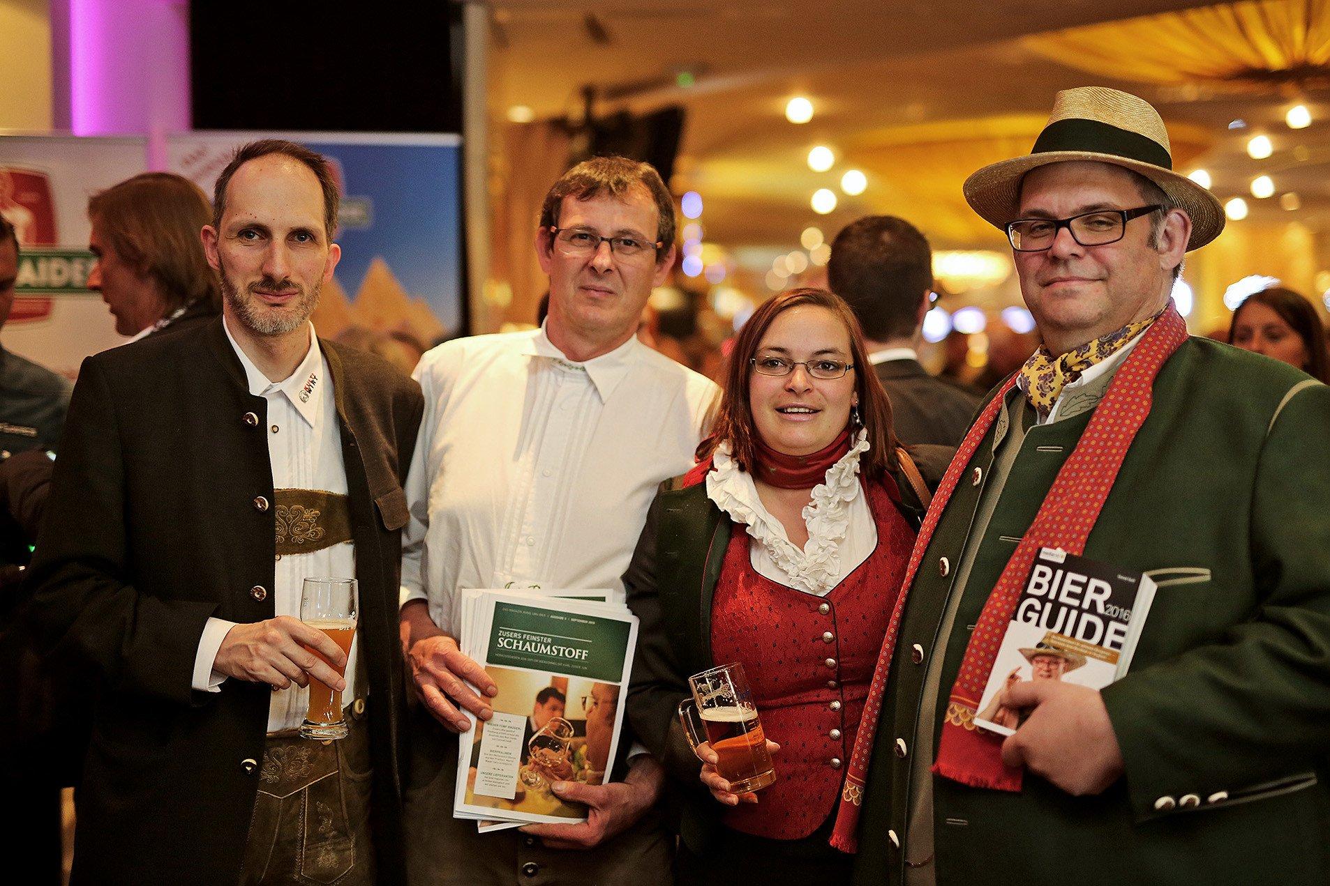 Wolfgang Pötzl (Schwechaterhof), Bierologe des Jahres Josef Probst, Oberkellnerin Susanne Schimpf und Diplom Biersommelier Karl Zuser jun. (Biergasthof Riedberg)