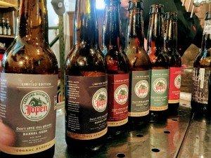 Auswahl der holzfassgereiften Biere von Jopen am Festival
